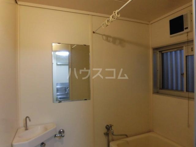 コーポサンフラワ 102号室の洗面所