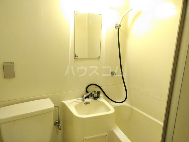 ハイライフ嵯峨 413号室の洗面所