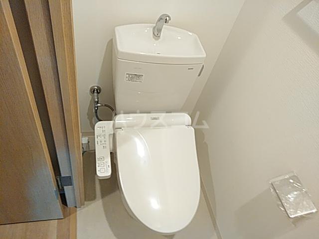 エスカーサ京都四条梅津 204号室のトイレ