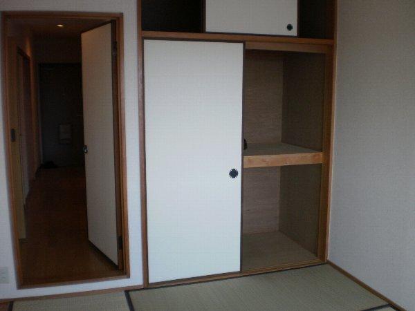 ヴァンヴェール小泉 205号室の玄関