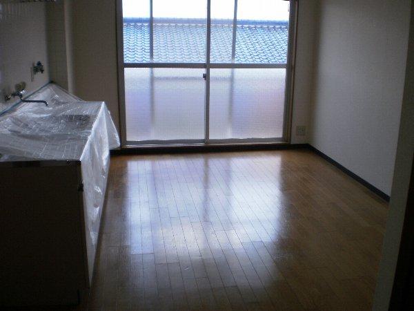 ヴァンヴェール小泉 205号室のリビング