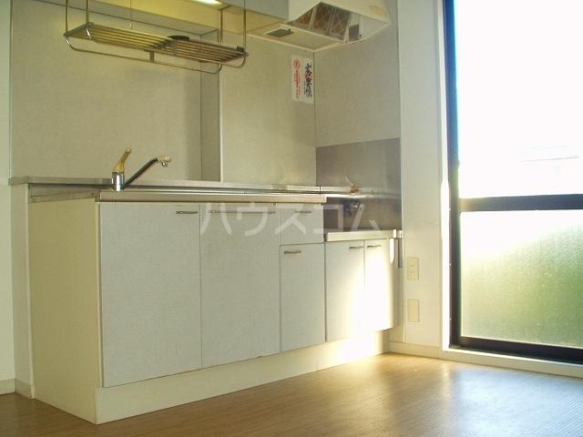 ベル・キャビンA棟 101号室のキッチン