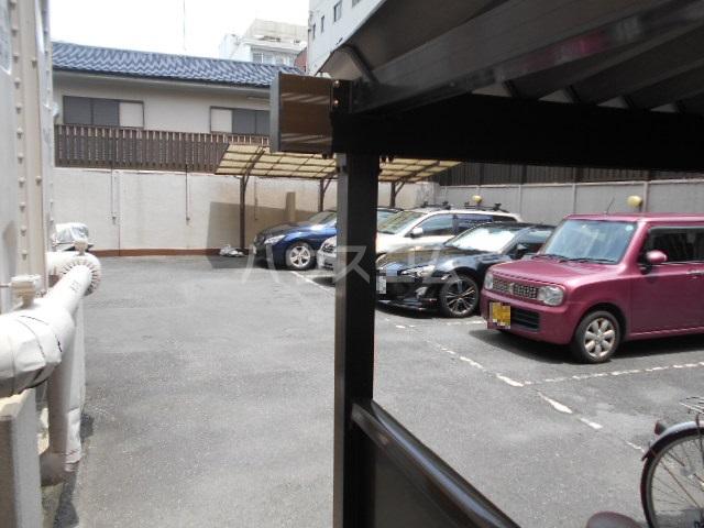 デアッシュ西京極 403号室の駐車場
