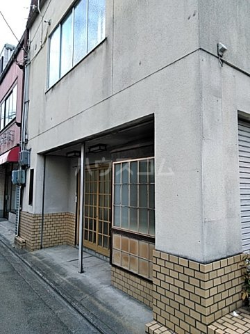 西京極店舗付き住宅の玄関