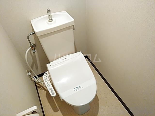ハウゼ公園前 201号室のトイレ