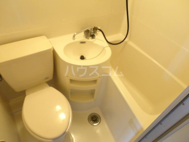カツラフラット 106号室のトイレ