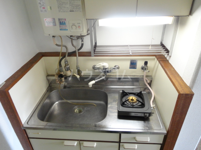 カツラフラット 106号室のキッチン