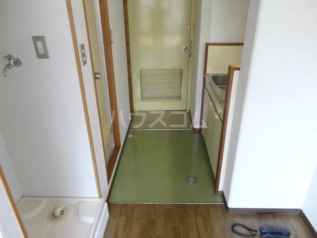 カツラフラット 106号室の玄関