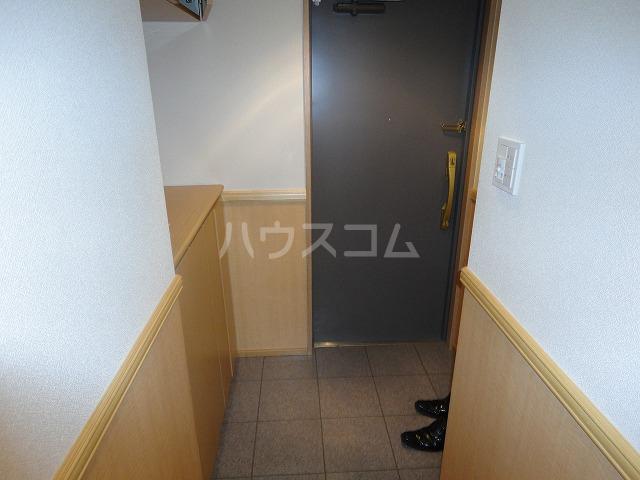 パインフィールド五条 301号室の玄関