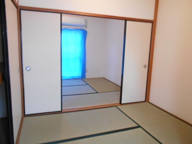 ヤマニ荘 20号室のリビング