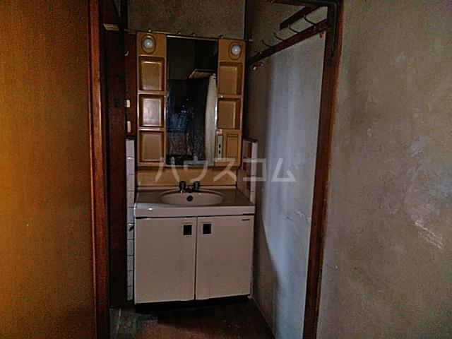 桂久方町店舗付き住宅の洗面所
