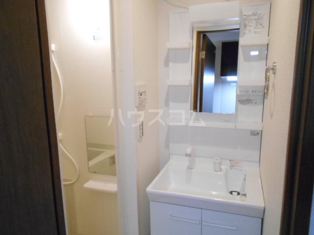 アークリード太秦 303号室の洗面所