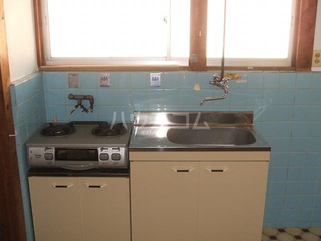 三幸荘 2F-13号室のキッチン