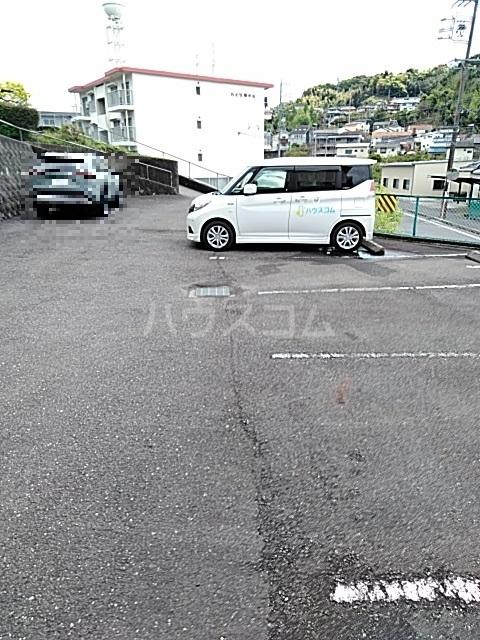 クレール草薙 203号室の駐車場