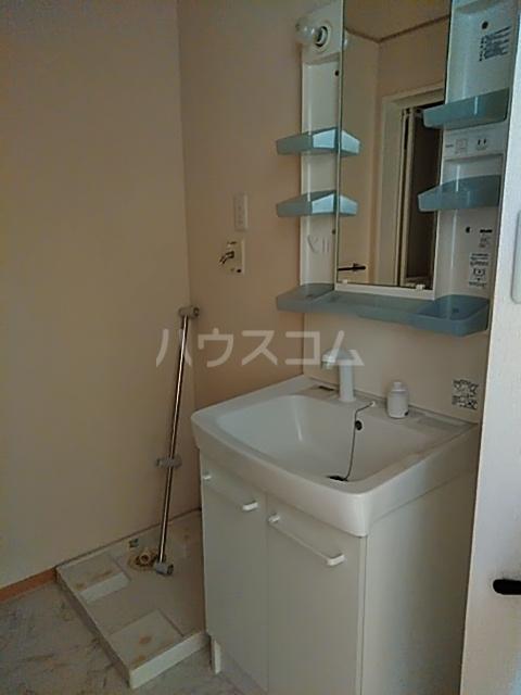 クレール草薙 203号室の洗面所
