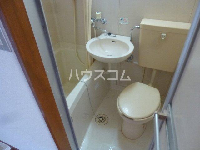 シャンテ相模台B棟 302号室の洗面所