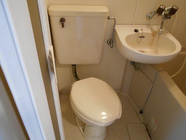 アーバンハイツ四条 402号室のトイレ