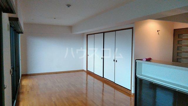 サンシティ桂坂ロイヤル弐番館 417号室のリビング
