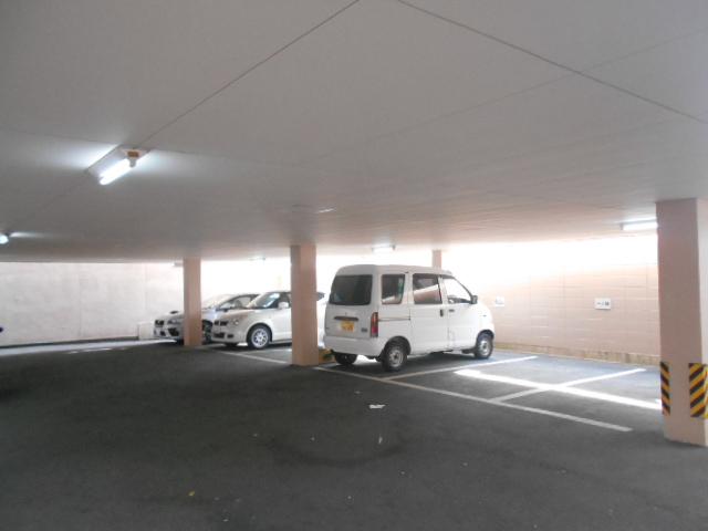 コーポアネモス 205号室の駐車場