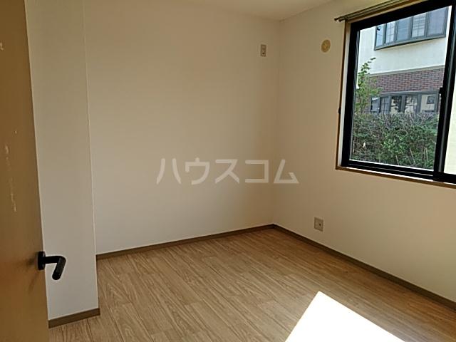シェモア 101号室の居室