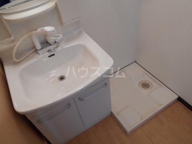 クオリティ嵯峨野 107号室の洗面所