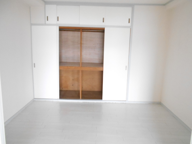 中川第6コーポ 203号室のベッドルーム