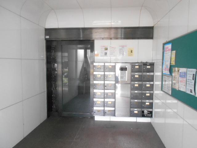 中川第6コーポ 203号室のエントランス