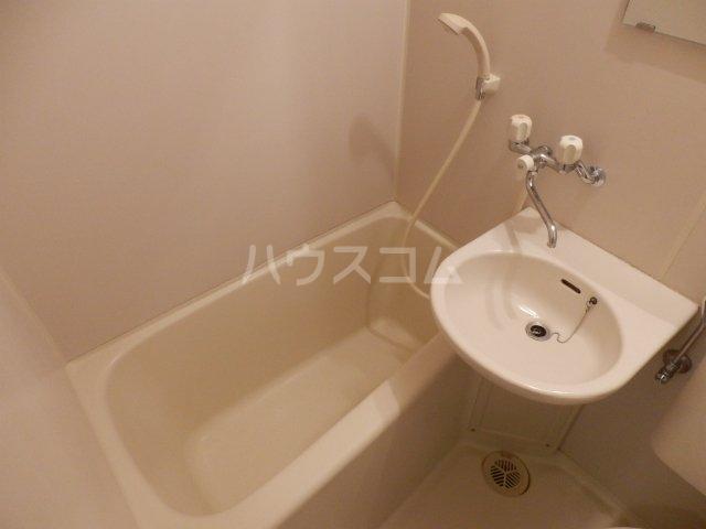 エステートピア国立 202号室の風呂
