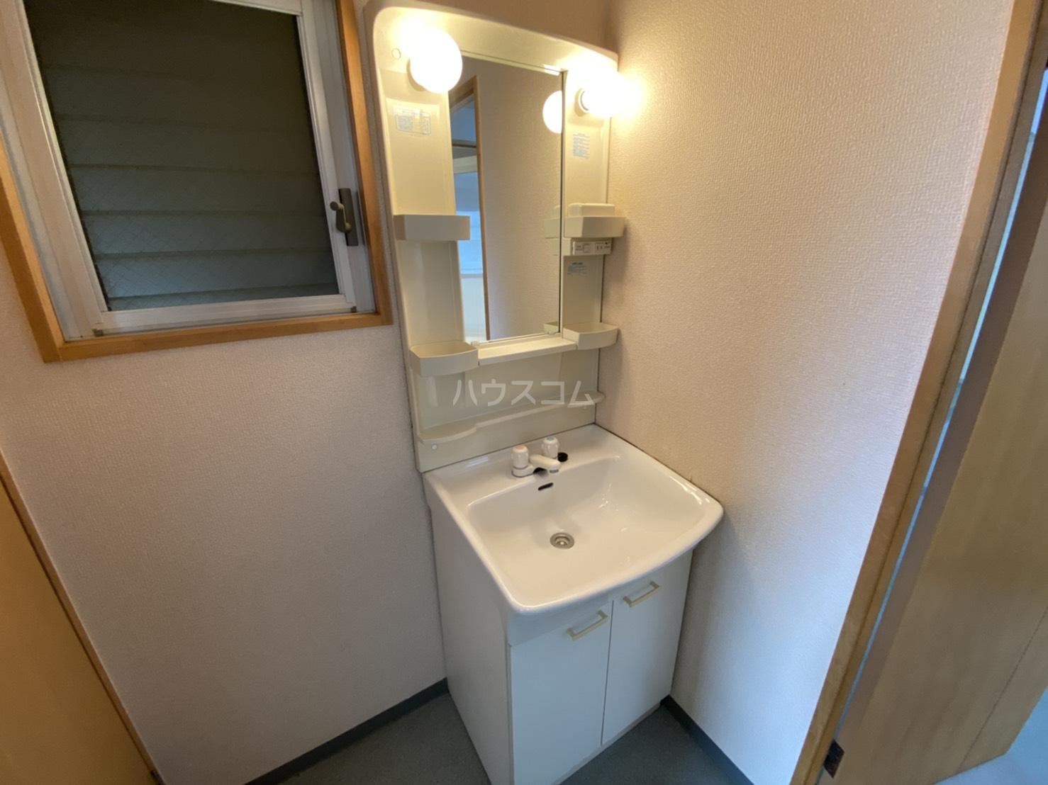 グレース五条 2A号室の玄関