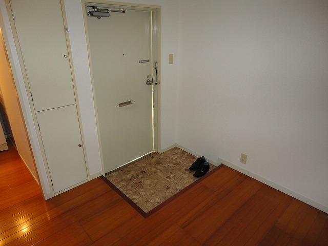 アクティハイム壱番館 201号室の玄関