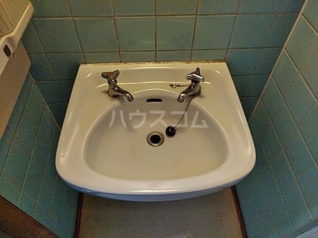 太秦一ノ井町貸家の洗面所