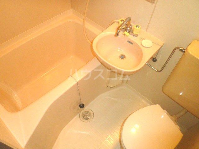 ココットネゴロ 207号室の洗面所