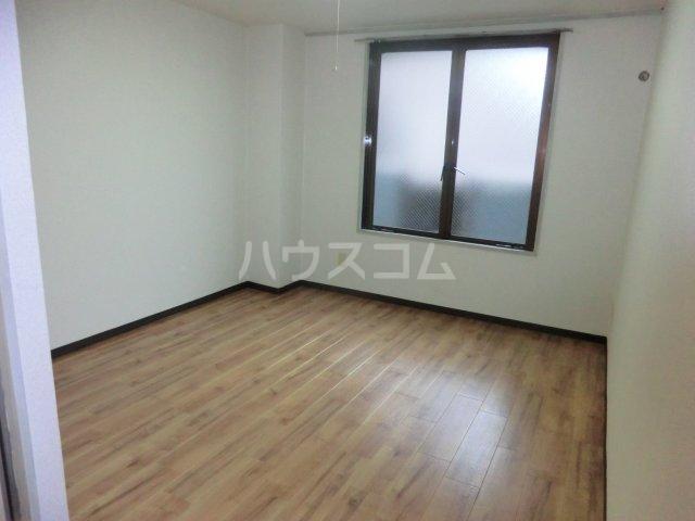 パレドゥブランシュ 213号室のリビング