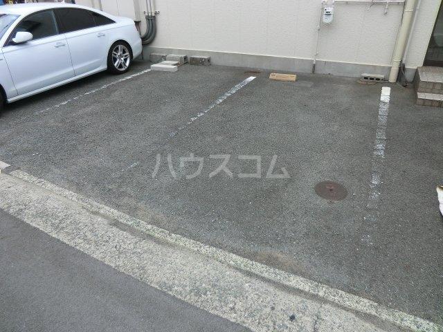 第一森ビル 302号室の駐車場