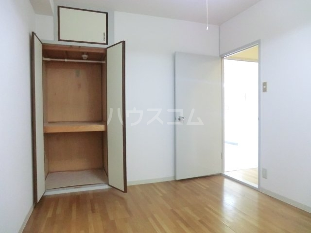 第一森ビル 302号室のベッドルーム
