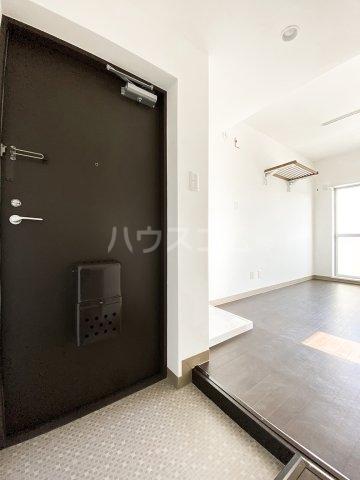 クレープマートル 306号室の玄関