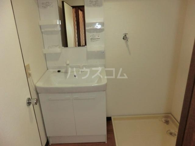フィアテル岸和田 102号室の洗面所