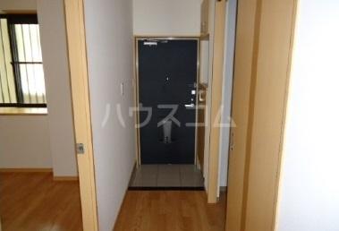 スーヴェラン・駒越 103号室の玄関