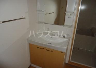 スーヴェラン・駒越 103号室の洗面所