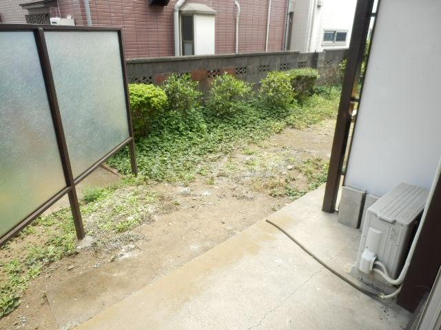 第2コーポラス三田 103号室の庭