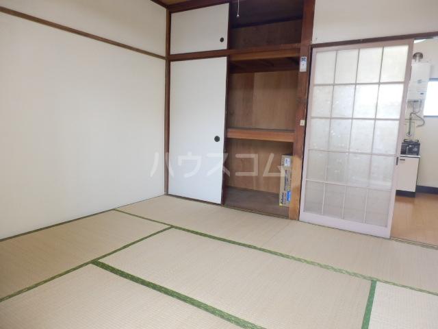 第2コーポラス三田 206号室のベッドルーム