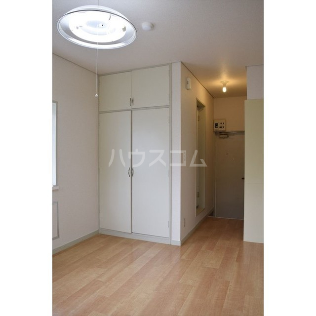 フラットヨシダ 201号室の玄関