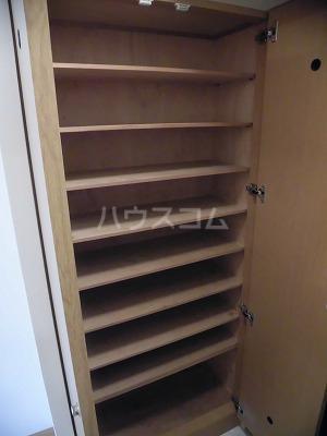 アレグリア 201号室の玄関