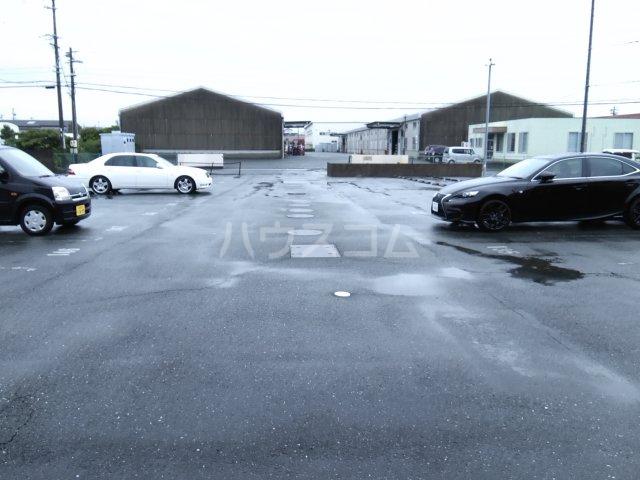 ブロードタウン神野Ⅱ C 210号室の駐車場