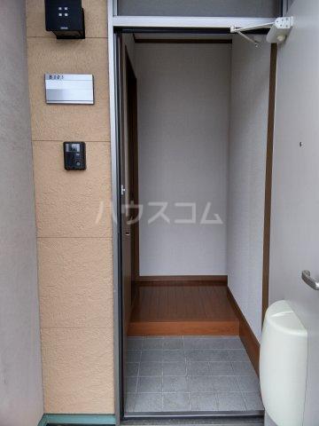 キャプリコーン エス B 103号室の玄関