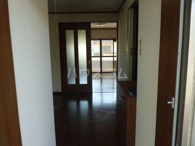 ウィステリアⅤ 102号室の玄関