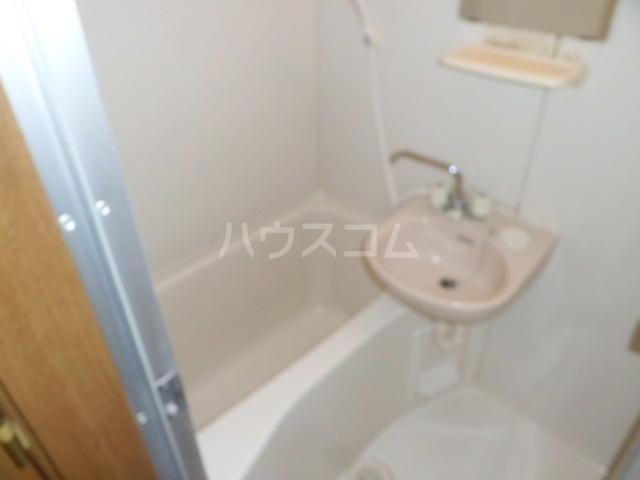 ウィステリアⅤ 102号室の風呂