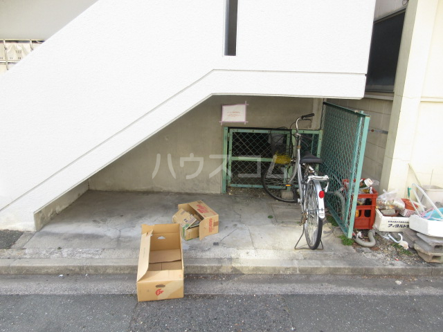 富田ハイツ 202号室のエントランス