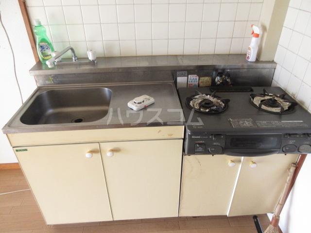 富田ハイツ 202号室のキッチン
