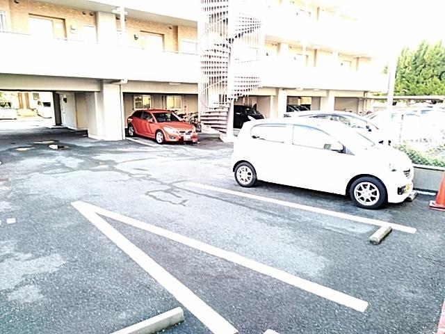 ベルガーデン向山1号館 300号室の駐車場